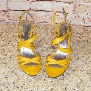 Marc Fisher 8 Tina Mustard Yellow Heels Sandals